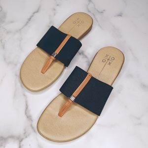 Shoes - Boutique brand black & brown thong sandals